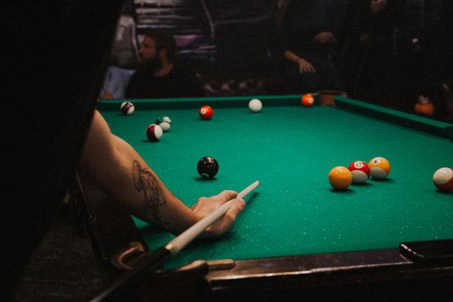 billiards-at-the-bar